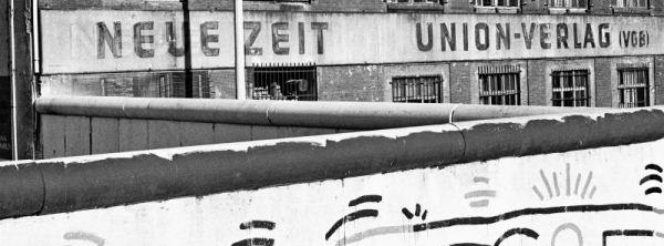 File:Druckerei Neue Zeit Zimmerstraße Berlin 1986.jpg