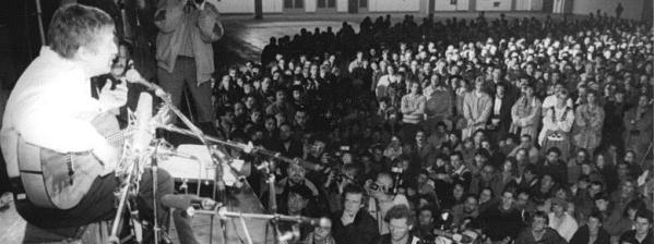 Hauptfoto: File:Biermann-Konzert Leipzig 1989.jpg