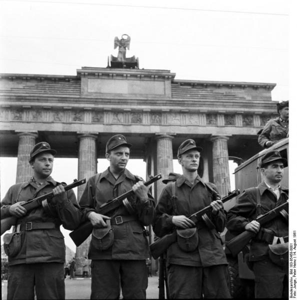 File:Kampfgruppe Brandenburger Tor 14.8.1961.jpg